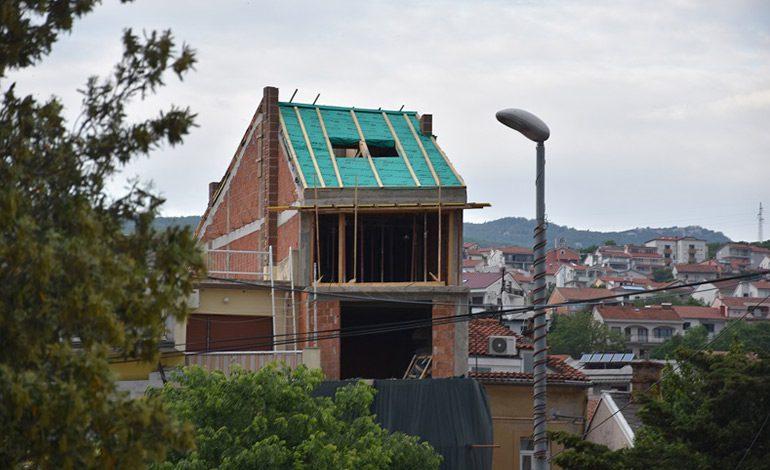 Gradonačelnik Damir Rukavina o bespravno izgrađenom objektu u centru Crikvenice